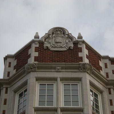 1024px seattle   garfield high school terracotta   sciences 01 l12upi
