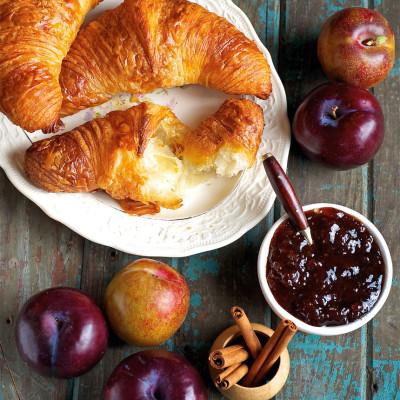 Croissant local preserves x85ke9