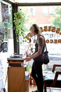 0810_50_mustdo_shop_records