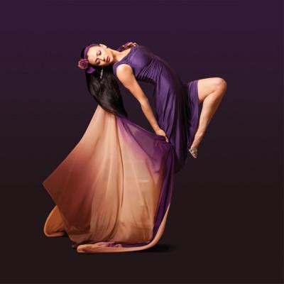 Purpledress withbackground gtv4vu
