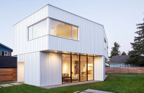 Thumbnail for - A Glowing Modernist Home Nails the Balance Between Light and Privacy