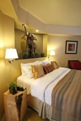 Inn at the 5th room