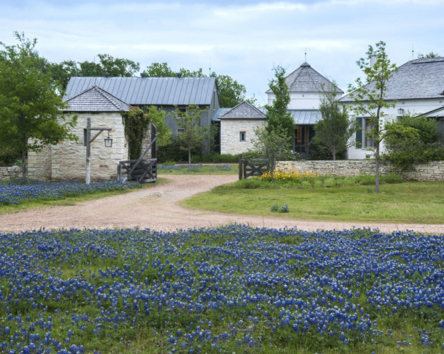 No more shabby chic the new texas hill country style for Hill country architects