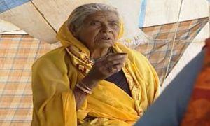 एक माँ ने अपने बेटे को आई0ए0एस बनाने के लिए शमसान घाट पर दाह संस्कार कराने में गुजार दिए 80 साल!
