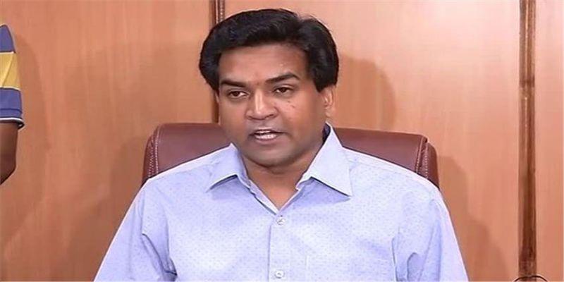 पूर्व मंत्री कपिल मिश्रा बैठे अनशन पर, अंजान व्यक्ति ने किया हमला, पुलिस ने किया गिरफ्तार!