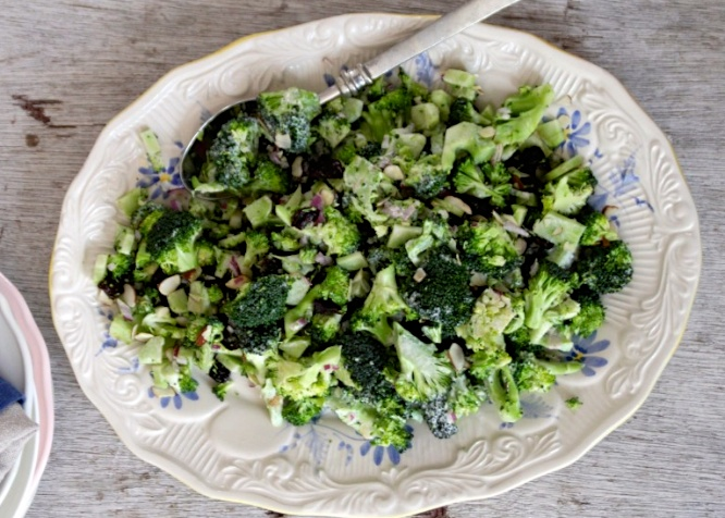 broccolisalatmatpabordet