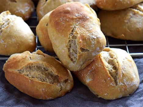 Man kan også bruke baketeknikken til å bake eltefrie rundstykker (foto: Fru Timian) Klikk på bildet for oppskrift)