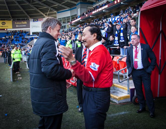 Ole Gunnar Solskjær og Cardiff-eier Vincent Tan. (Foto: Nina Eirin Rangøy/VG/Scanpix)