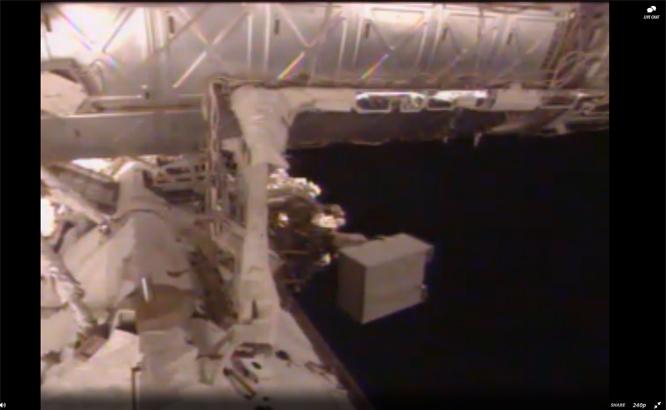 Verdensrommet! (Skjermbilde: ISS/Ustream)