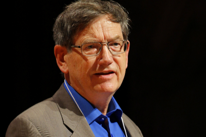 Karl Halvor Teigen da han mottok Ig Nobelprisen.(Foto: REUTERS/Adam Hunger)