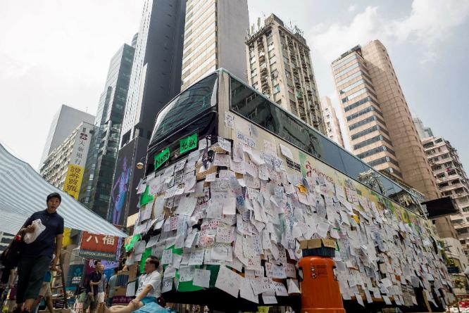 Protestene har i hovedsak vært ikkevoldelige. (Foto: AFP PHOTO / Philippe Lopez)