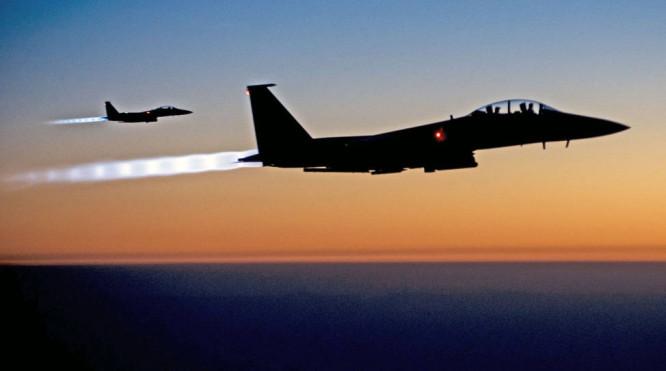 Den amerikanskledede koalisjonen nye luftangrep mot IS-mål i Syria. (FOTO: AFP/NTB scanpix)