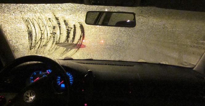 Denne føreren hadde lagt liten innsats i å få ruten isfri da han møtte på UP. (FOTO: UP)