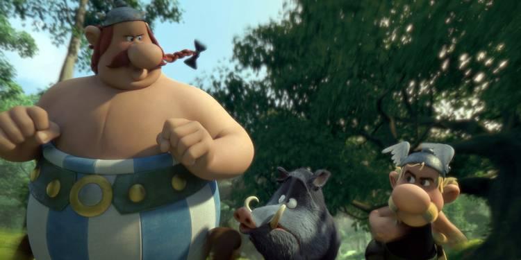 """Asterix og Obelix på villsvinjakt i """"Asterix: Byplanleggeren"""". Foto: SF Film"""