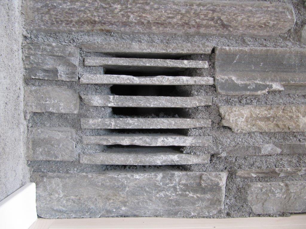 ELEGANT VENTIL: Ikke alle som har ventil i stein. Kjempefin, synes vi..:)