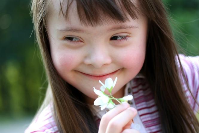 Barn og voksne med Down's syndrom kan være blant dem som ønsker støttekontakt. (Foto: Colourbox)