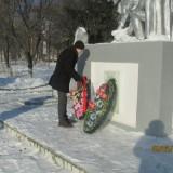 возложение венков и цветов к памятнику погибших воинов по улице Шумилова