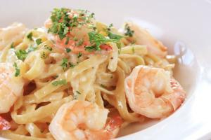 Garlic Cream Fettuccine with Shrimp