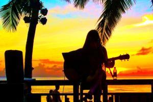 Beach - sunset entertainer