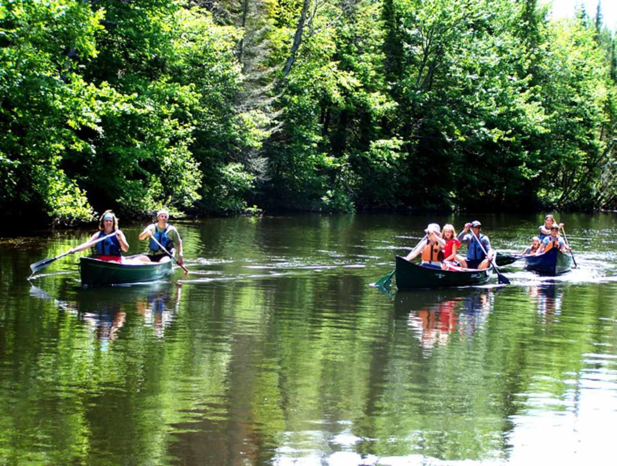 Canots l gar activit s nautiques kayak canot plages for Piscine saint charles