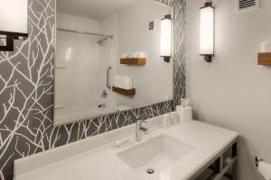 �Bathrooms�/