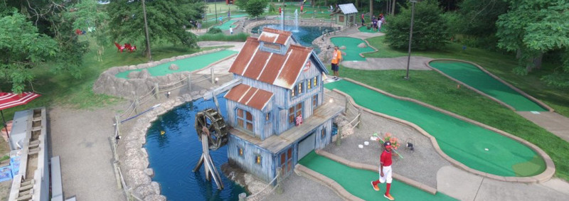 "<a href=""/attractions/barnyard-swing-mini-golf-family-fun-center"">Barnyard Swing Mini Golf & Family Fun Center</a>"