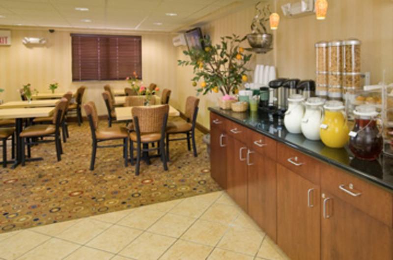 Quality Inn & Suites - Marina District Area