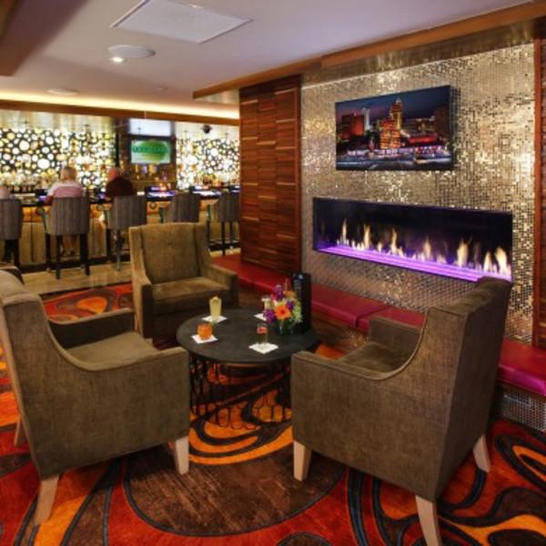 10 North Lounge