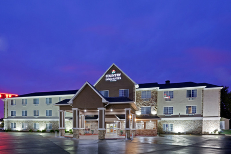 Country Inn & Suites Topeka Featured Image