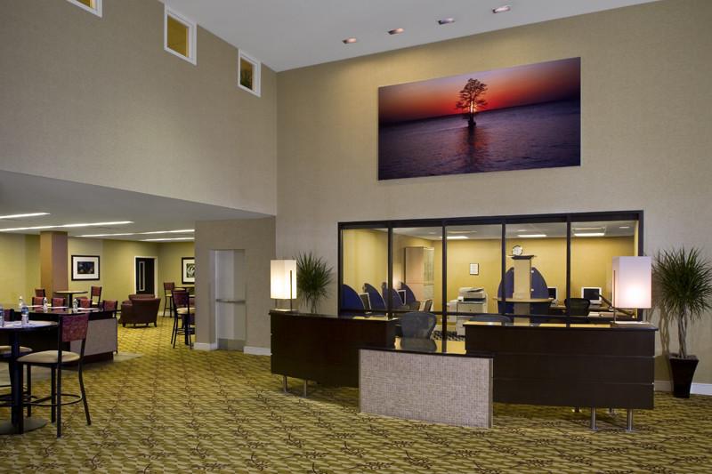 EMC Foyer Concierge