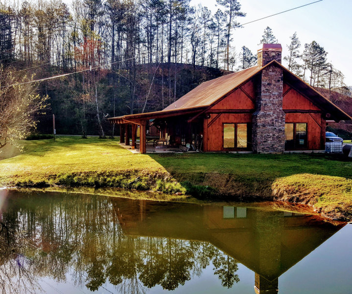 Where to stay cabins camping inns hotels smoky for Smoky mountain cabins with fishing ponds