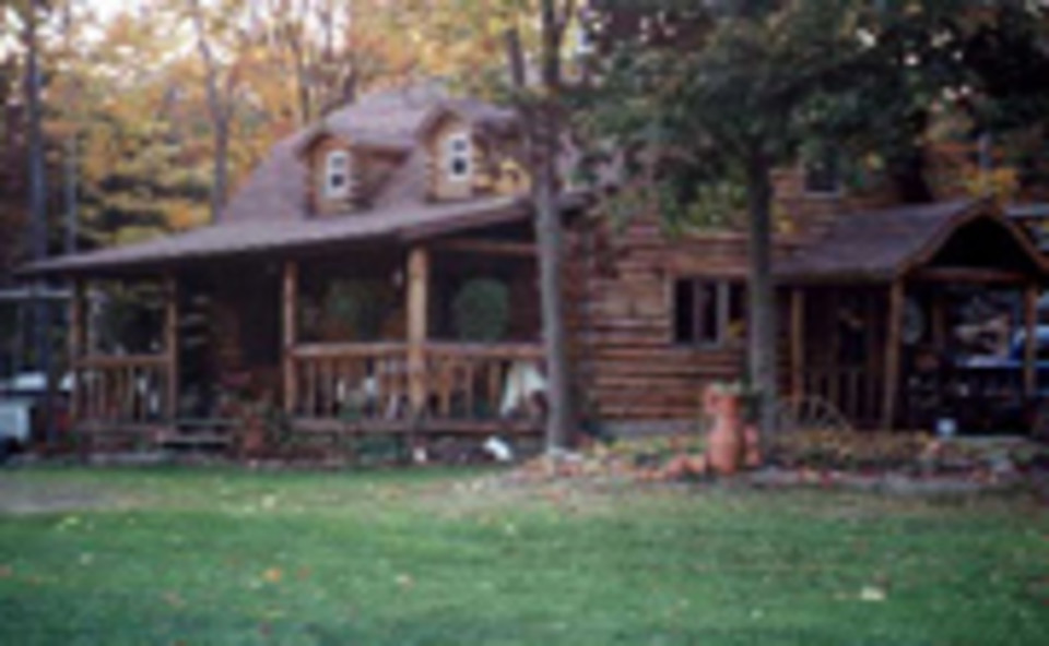 Genial Retreat To The Peaceful Serenity Of A Secluded Log Cabin. Hunt, Hike, Relax.