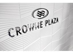 �Crowne