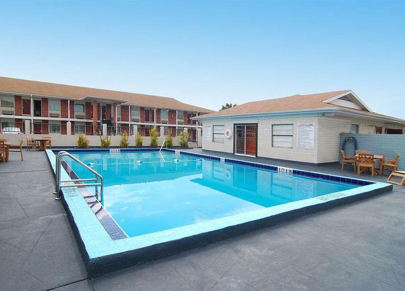Best Western E Shuttle Inn Pool