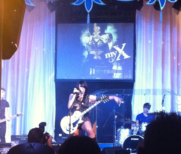Sylvie and myX Perform...