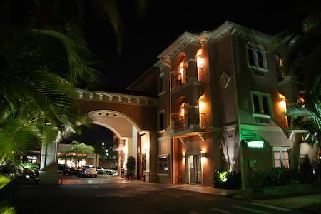 Tahitian Inn Exterior