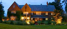 The English Inn at night