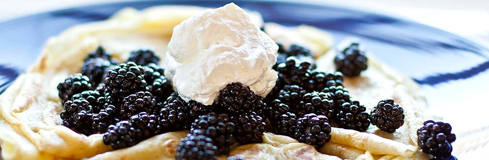 Crepes-with-berries (1)