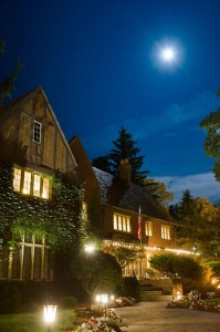 English Inn nighttime