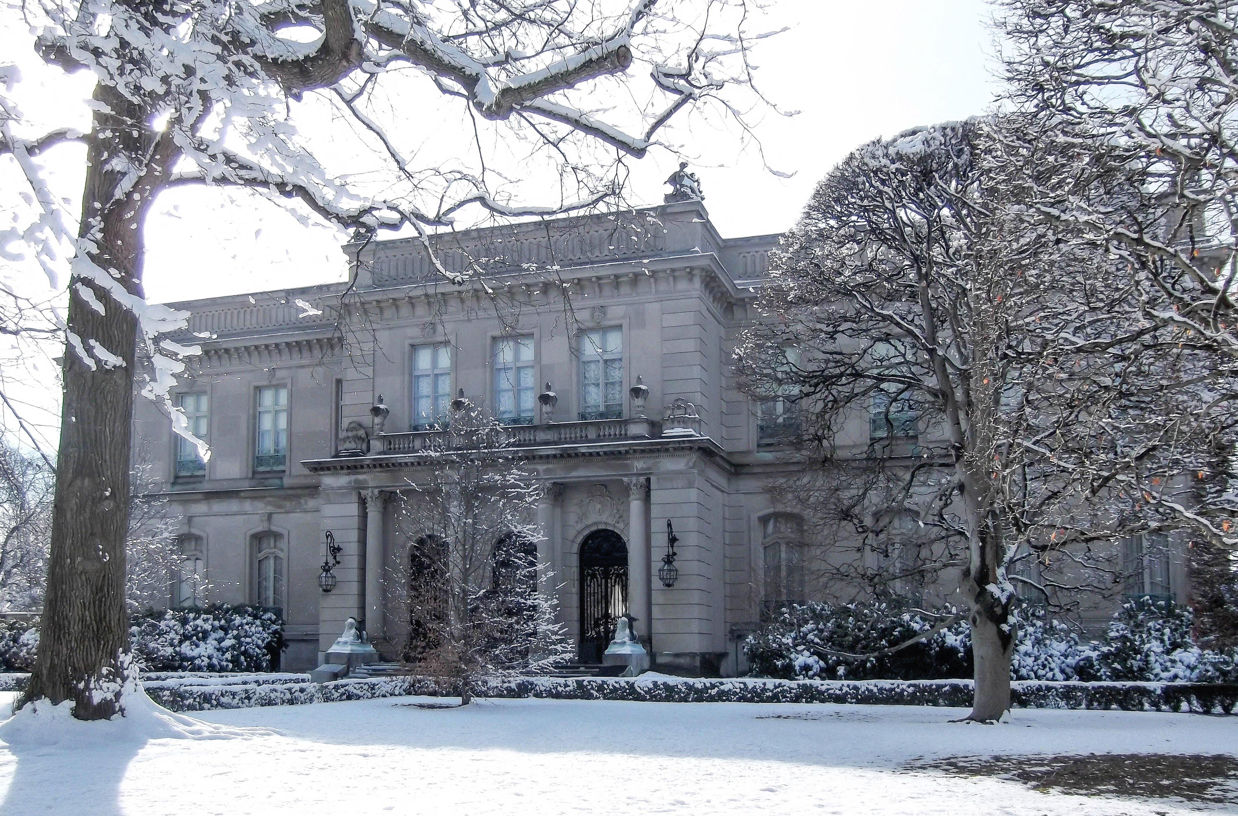 elms mansion snow_credit Discover Newport