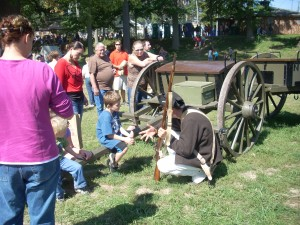 Re-enactors teach kids about life in the 1700s.