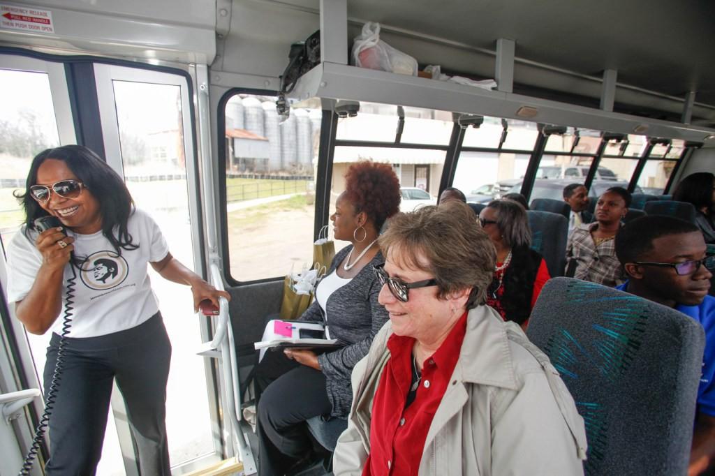 Deanna-Brown-Thomas-bus-tour2-ChrisThelan-web