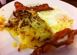 Eggs, bacon and hashbrowns