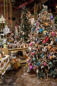 Have you been swept up in the owl-decor movement? Frazee Gardens has dozens of different owls to choose from—including an entire tree of unique ornaments! They'll also have three different activities for the Holiday Open House weekend.