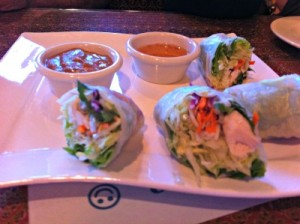 Thai summer rolls with chicken, with two sauces (sweet sauce and a peanut sauce)
