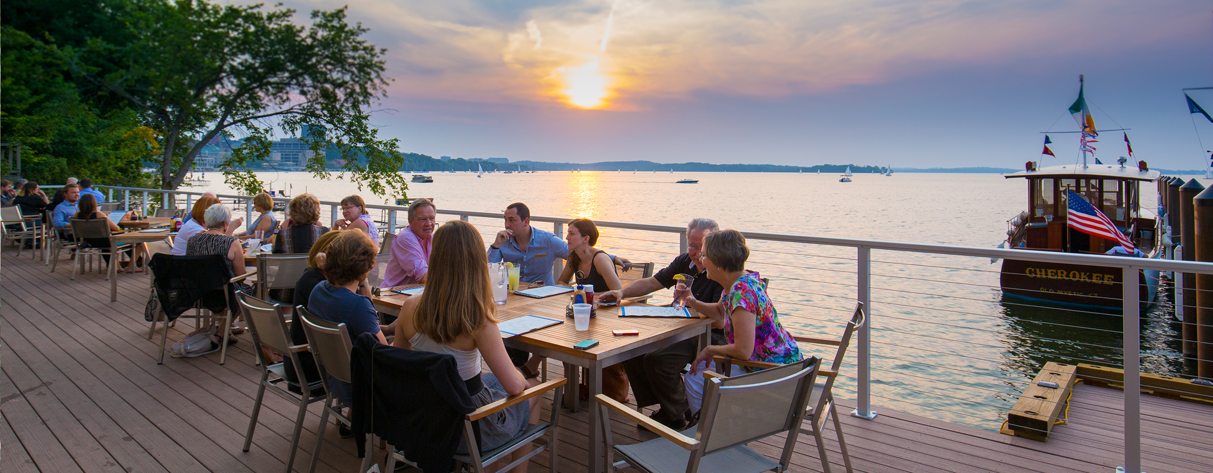 The Edgewater: Lakefront Dining