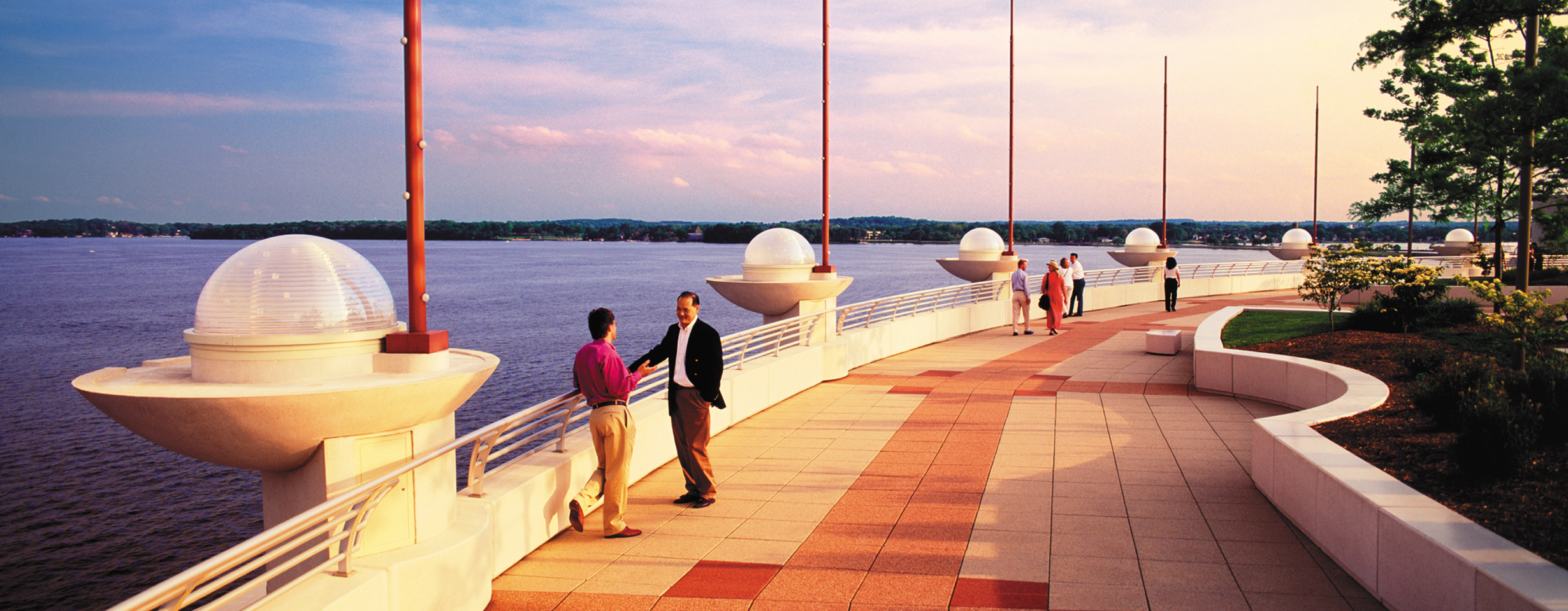 Monona Terrace Garden: Waterfront Dining