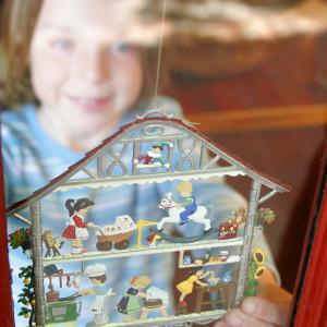 Virginia, Middleburg, Washington Street, The Christmas Sleigh, girl, ornament,