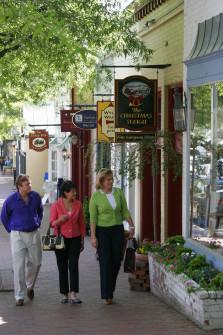 Virginia, Middleburg, Washington Street, window shopping,