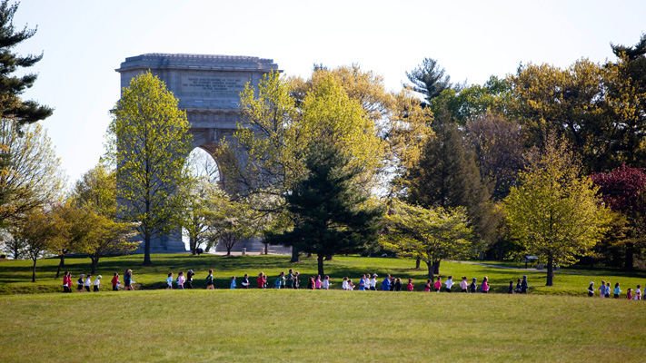 The Valley Forge Revolutionary 5-Mile Run® takes runners past the National Memorial Arch.